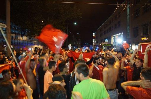 Türkei-Fans legen Verkehr lahm