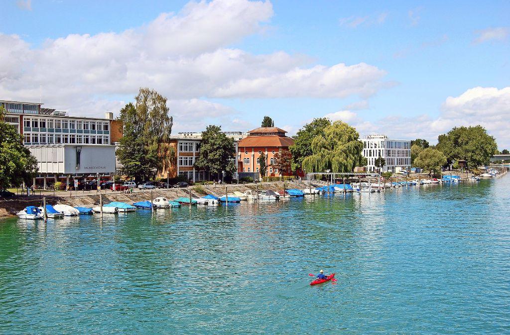 Die Hochschule Konstanz liegt direkt am Bodensee Foto: HTWG