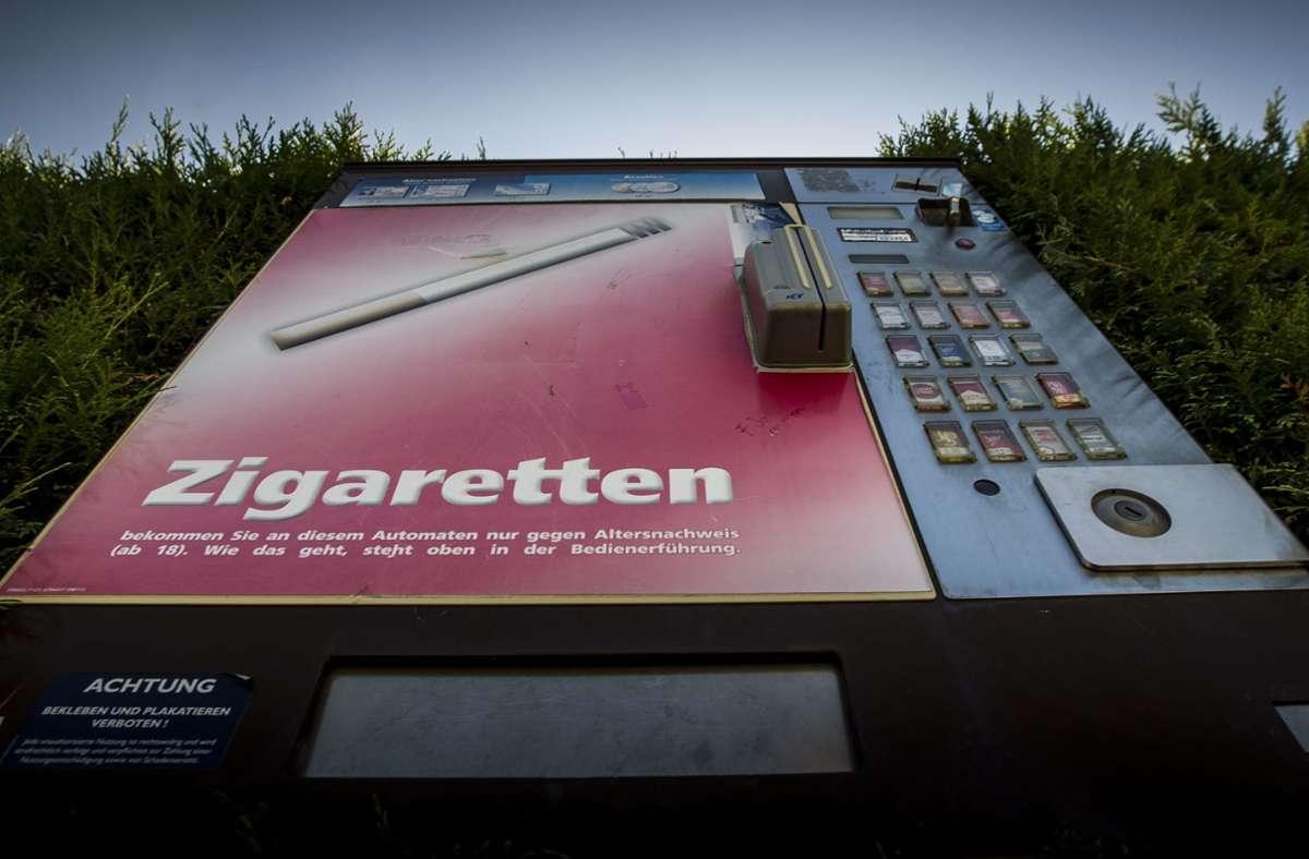 Ein 30 bis 40 Jahre alter Mann hat sich an einem Zigarettenautomat in Remseck am Neckar zu schaffen gemacht (Symbolbild). Foto: Archiv/Lichtgut/Leif Piechowski