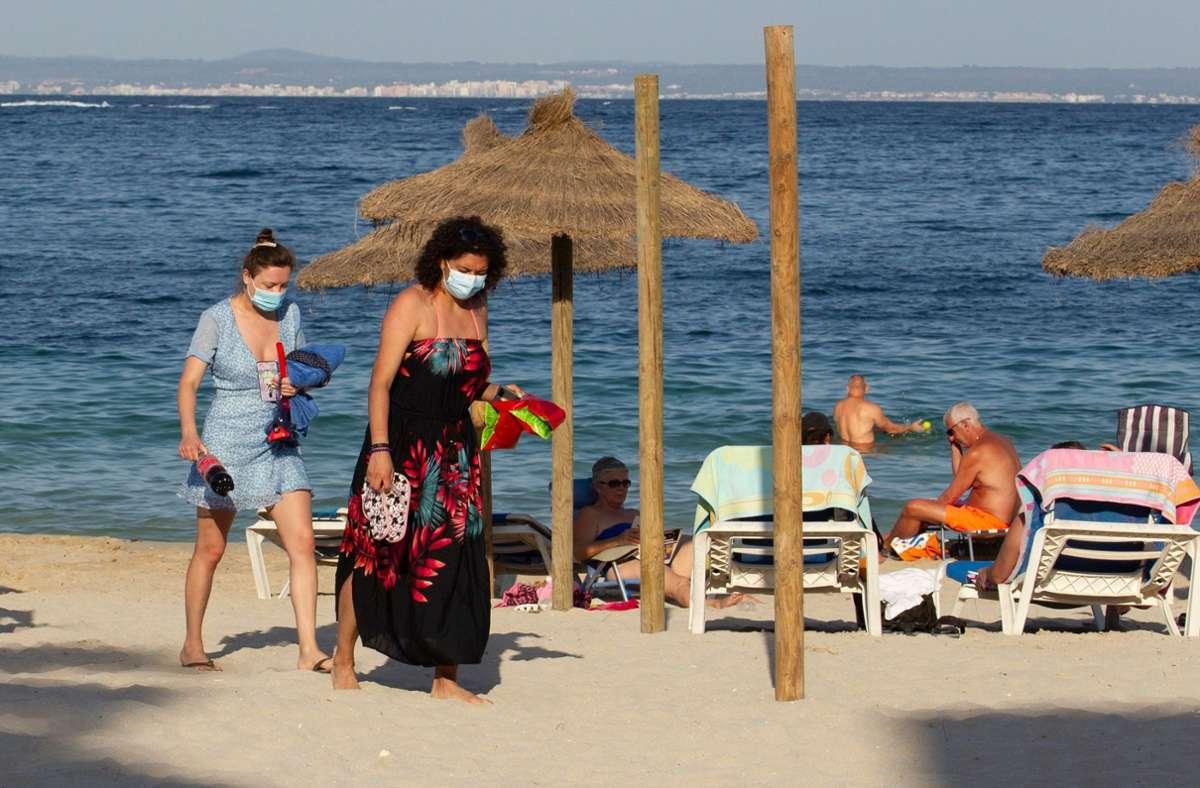 Auf Mallorca ist der erste Tourist positiv auf das Coronavirus getestet worden. Foto: AFP/JAIME REINA