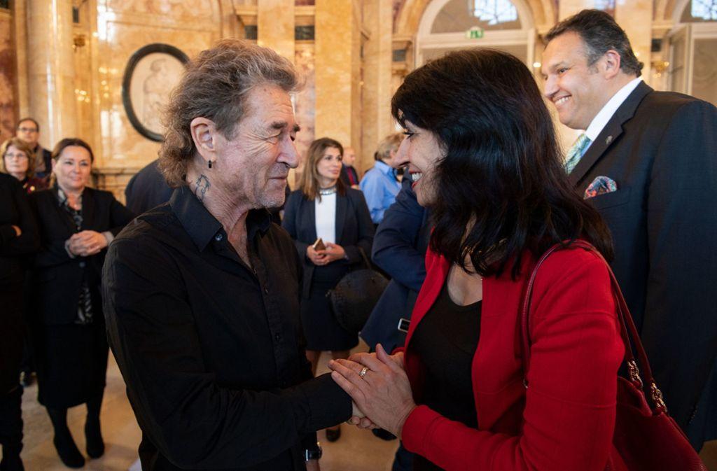 Peter Maffay war am Mittwoch in Stuttgart bei der Unterzeichnung eines Staatsvertrages des Landes Baden-Württemberg mit dem Landesverband der Sinti und Roma. Foto: dpa
