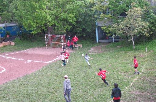 Fliegende Frisbees und spezielle Fußballregeln