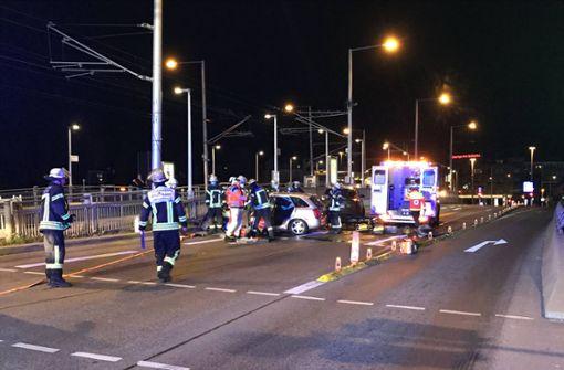 Fahrer wird bei Unfall auf König-Karls-Brücke schwer verletzt