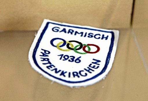 Im Zeichen der fünf Ringe: ein Abzeichen der NS-Winterspiele 1936 Foto: dapd