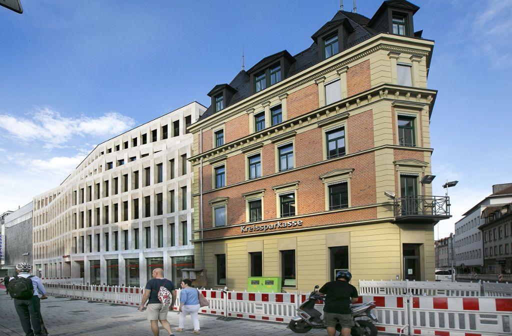 """Das neue """"Haus der Kunden"""" der Kreissparkasse in Esslingen. Alt und neu bilden am Eingang zur Bahnhofstraße ein stimmiges Ensemble. Foto: Horst Rudel"""