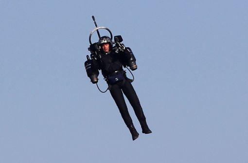 Piloten melden fliegenden Mann mit Raketenrucksack