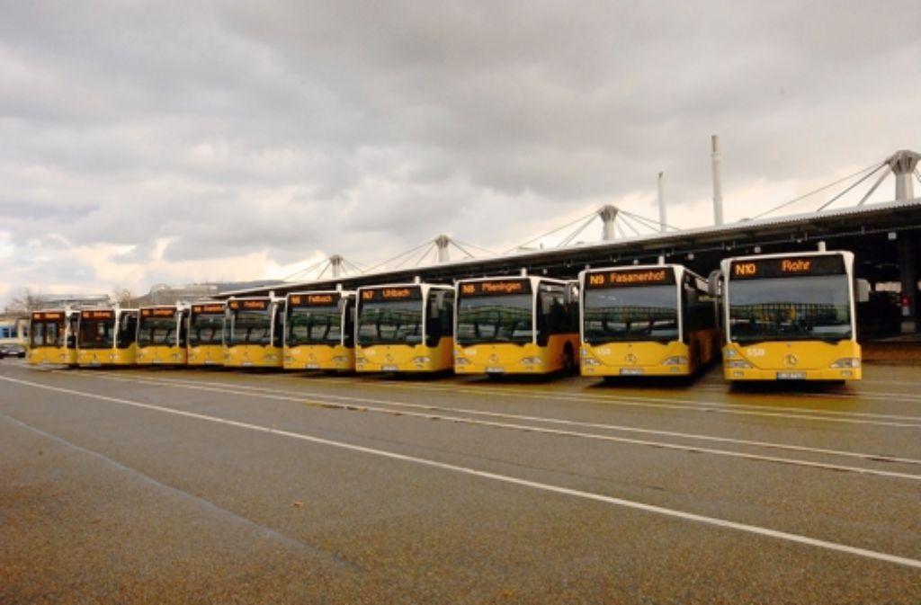 Die Nachtbusflotte der SSB: Die Linie N4 fährt nach Stammheim und dort nur bis zur Korntaler  Straß Foto: SSB