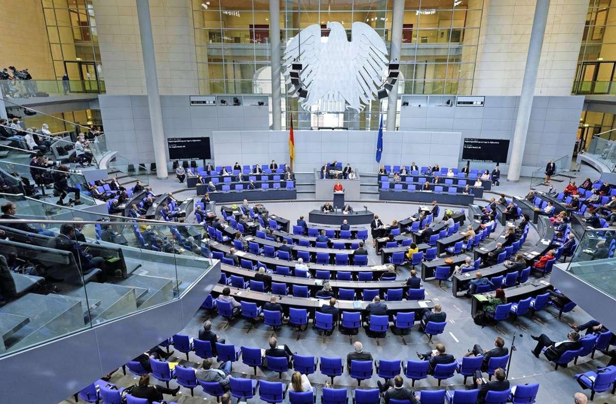 Der neue Bundestag wird 735 Mitglieder haben. Foto: dpa/Fabian Sommer