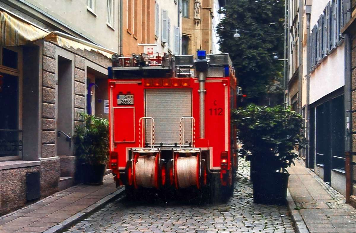 Die Pflanzkübel in der Wagnerstraße sollen weg, obwohl der Grund zunächst nicht ersichtlich wird. Foto: Martin Haar