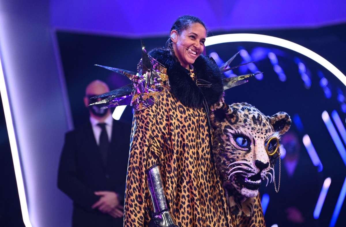 """Die Sängerin Cassandra Steen  lüftet im Finale der Pro Sieben-Show """"The Masked Singer"""" das Geheimnis, dass sie im Kostüm des Leoparden steckt Foto: dpa/Willi Weber/ProSieben"""