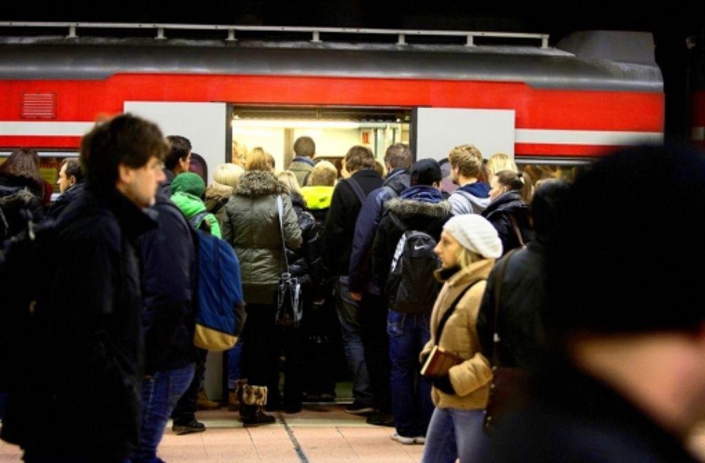 Gedränge am Bahnsteig: in München greift zusätzliches Personal ein Foto: Michael Steinert