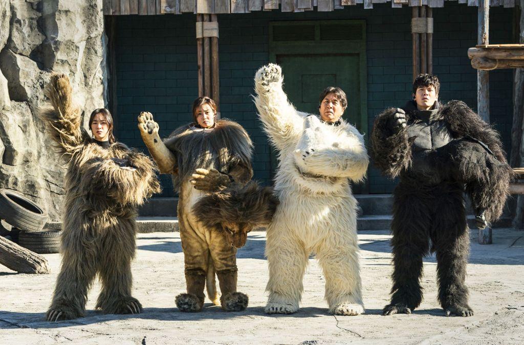 "Fast echte Tiere: Szene aus dem Film ""Rettet den Zoo"" Foto: Capelight"
