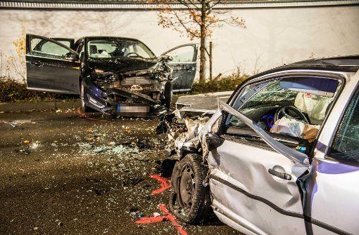 Autos fahren frontal ineinander – zwei Frauen verletzt