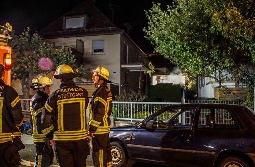 Brennende Holzhütte hält Feuerwehr auf Trab