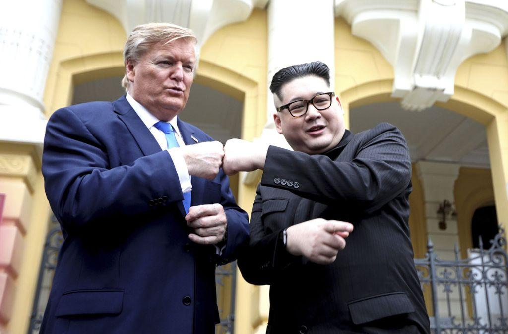 Trump-Darsteller Russel White und Kim-Doppelgänger Howard X in Hanoi. Foto: AP