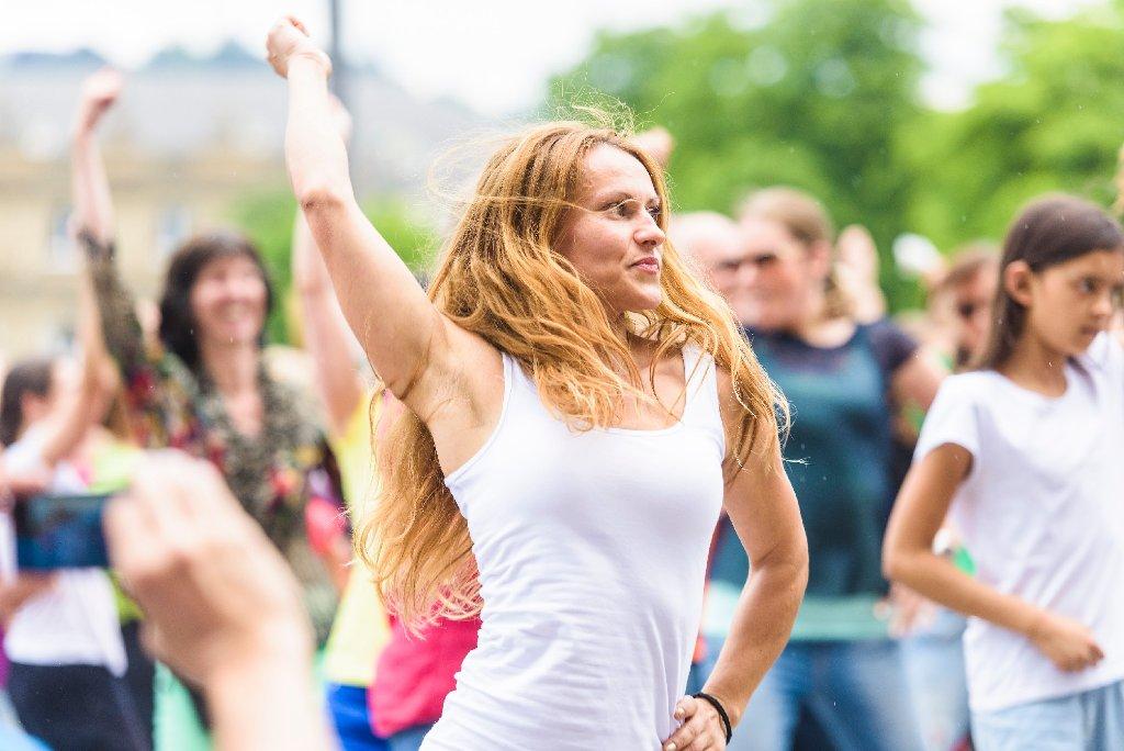 Eric Gauthier und seine Tänzer begeistern in Stuttgart auf dem Schlossplatz.  Foto: www.7aktuell.de | Oskar Eyb