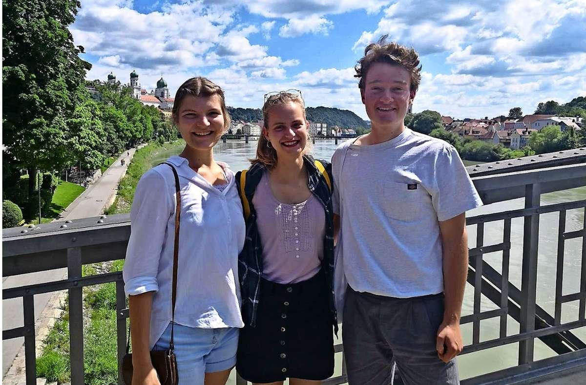 Die Personen hinter dem Start-up und gleichnamigen Kreativmedienprodukt Lieberté: Die drei Studierenden der Universität Passau Miriam Kinzl, Hannah Jäger und Julian Fischer (von links nach rechts). Foto: Hannah Jäger