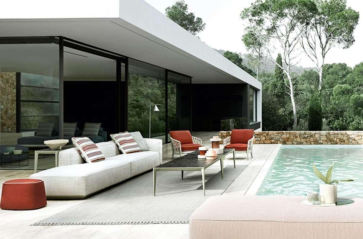 """Im Zuge des Mega-Trends """"Draußen ist das neue Drinnen"""" werden Loungemöbel für Terrasse und Balkon immer beliebter, bequemer und eleganter. """"Hybrid"""" von B&B Italia steht seinen Wohnzimmer-Verwandten in nichts nach – weder in Design noch in Qualität. Foto: B&B Italia"""