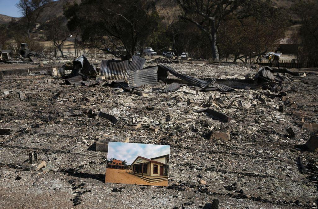 Wo einst ein Haus stand, sind nur noch Trümmer übrig: die Waldbrände in Kalifornien richten verheerende Schäden an. Foto: dpa
