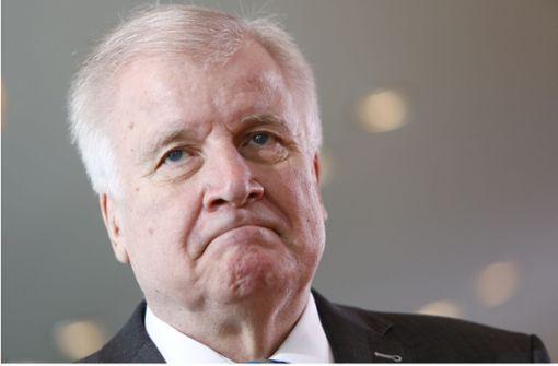 Rücktrittsforderungen an Innenminister nach Suizid eines Abgeschobenen