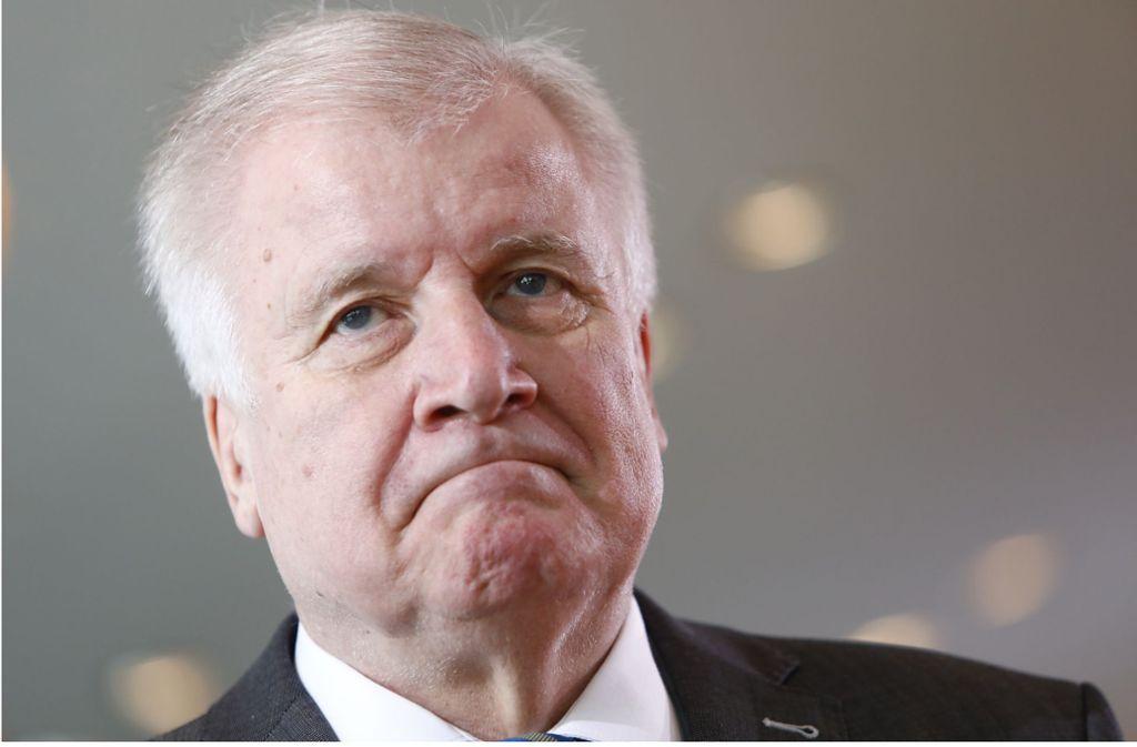 Nach dem  Suizid eines aus Deutschland abgeschobenen Afghanen werden Forderungen nach einem Rücktritt von Bundesinnenminister Horst Seehofer laut. Foto: Getty Images Europe