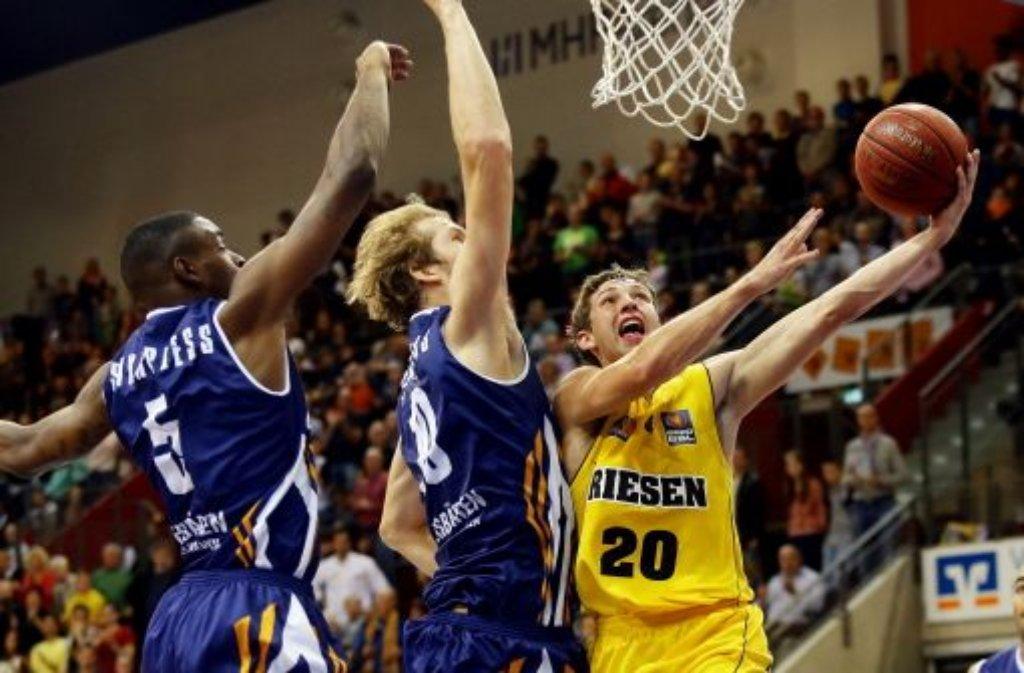 Die MHP Riesen Ludwigsburg sind mit einem 83:75-Heimsieg gegen die Eisbären Bremerhaven erfolgreich in die neue Saison der Basketball-Bundesliga gestartet. Bilder vom Sieg gibt es in unserer Fotostrecke. Foto: Pressefoto Baumann
