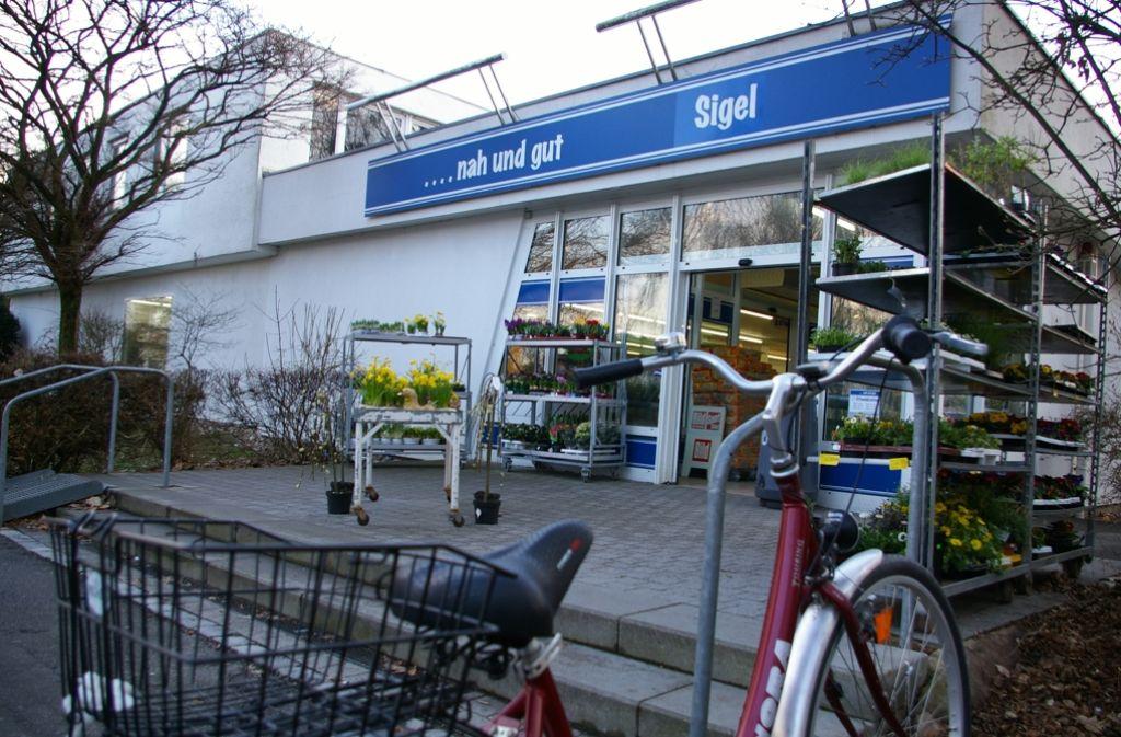 2012 schloss der Lebensmittelhandel an der Osterbronnstraße 50. Seitdem steht das Gebäude leer. Foto: Archiv Alexandra Kratz