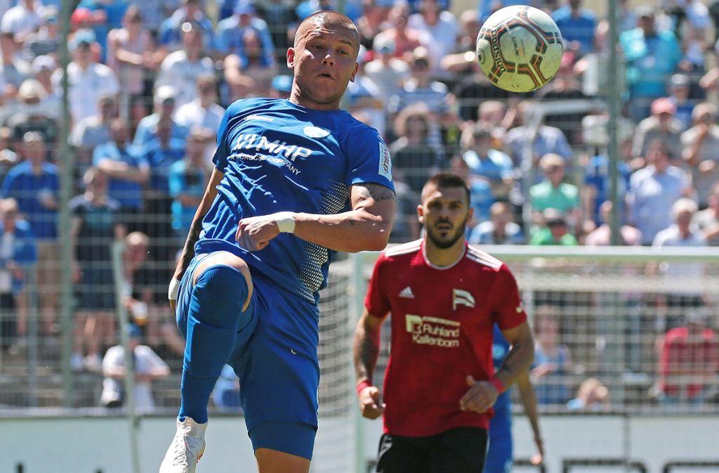 Shkemb Miftari kam zuletzt nur selten für die Stuttgarter Kickers zum Einsatz – der Stürmer wird mit Ligarivale SGV Freiberg in Verbindung gebracht. Foto: Baumann