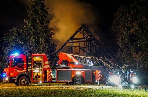 Jahrhunderte alter Bauernhof brennt aus