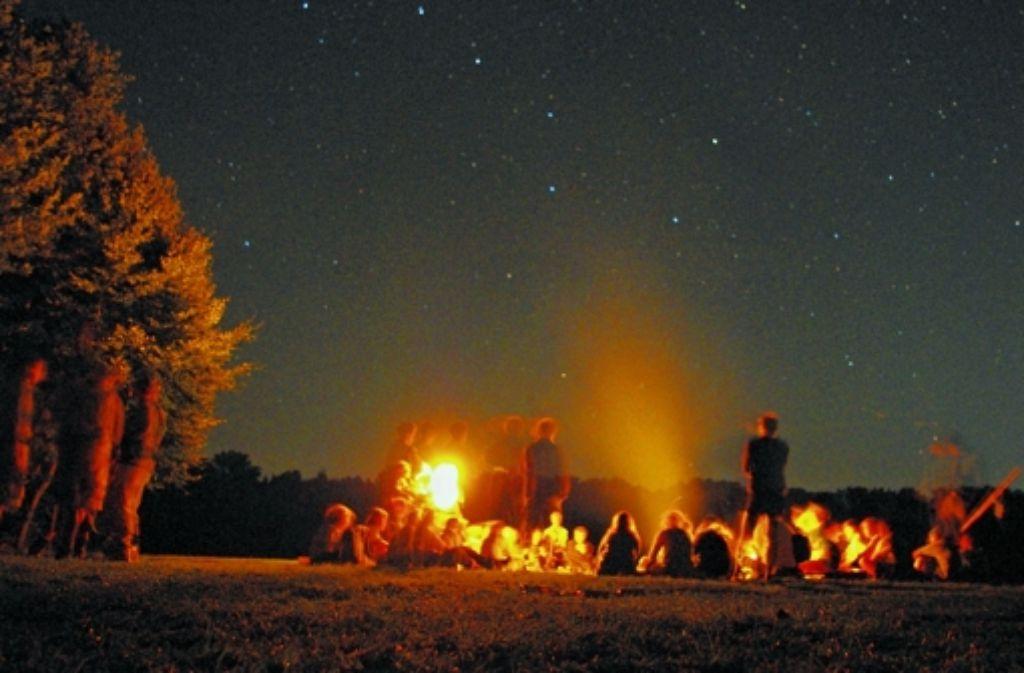 Nicht immer ist das Leben so idyllisch wie hier am abendlichen Lagerfeuer der Birkacher Gruppe. Foto: z