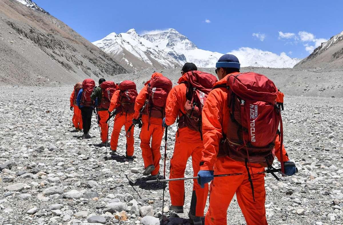 Bergsteiger können wieder den Mount Everst und andere Berge im Himalaya besteigen. Foto: dpa/Sun Fei