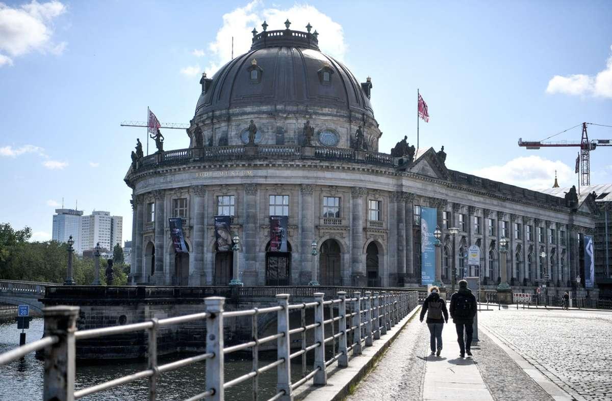 Auch auf der Berliner Museumsinsel (hier das Bode-Museum) ist die lange Schließzeit vorbei. Foto: dpa/Britta Pedersen