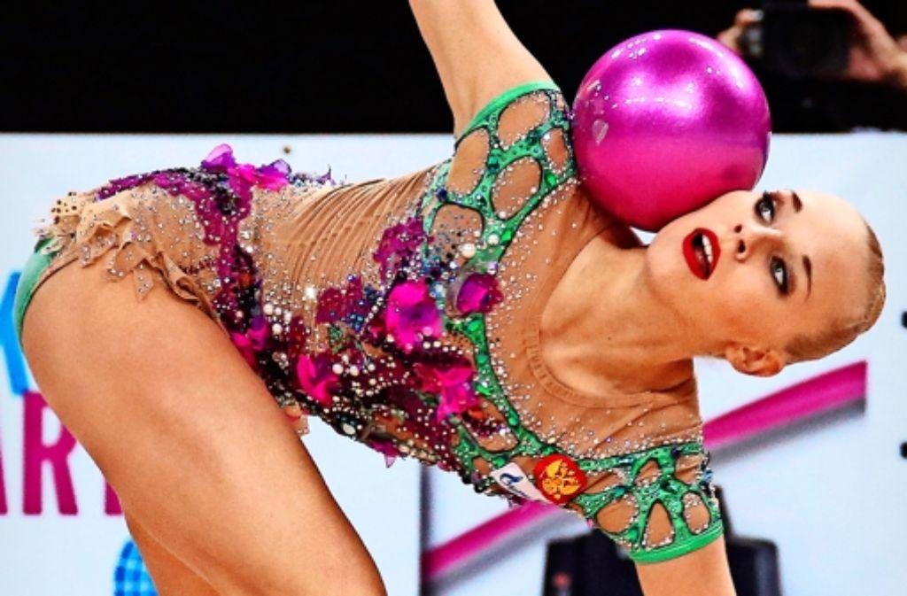 Ballkünstlerin: Jana Kudrjawzewa holt in Stuttgart ihren neunten WM-Titel. Foto: Baumann