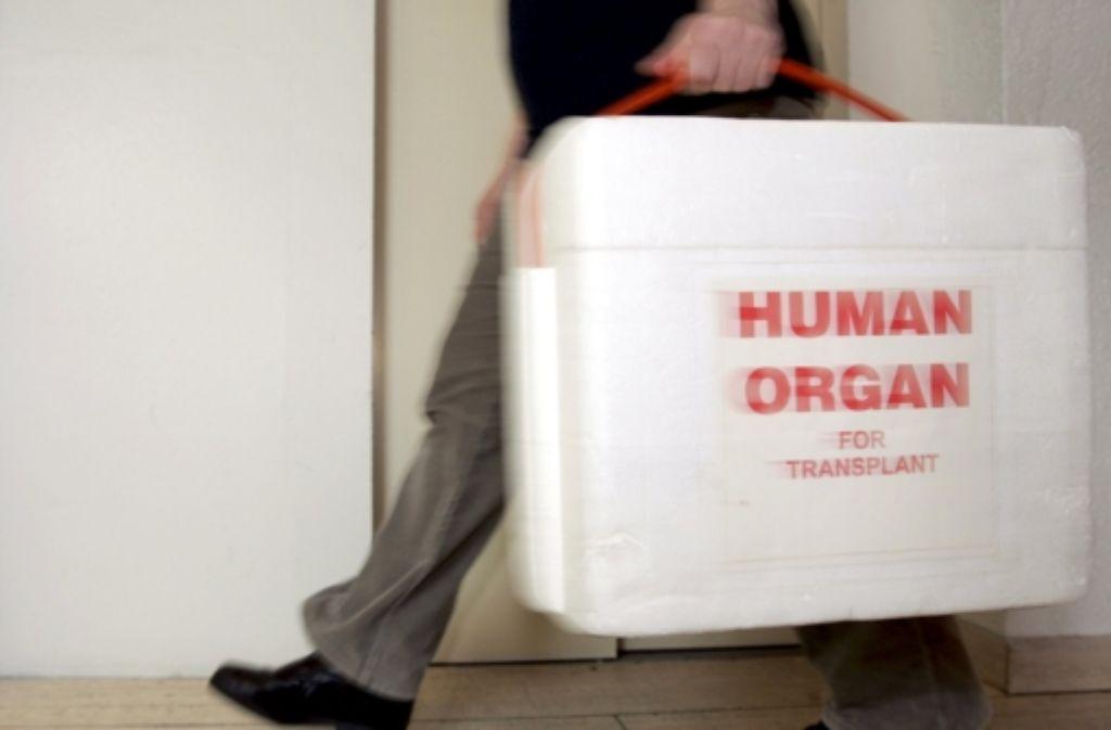 Transplantationen sind eine zeitkritische Angelegenheit – wie hier in Neu-Isenburg Foto: dpa