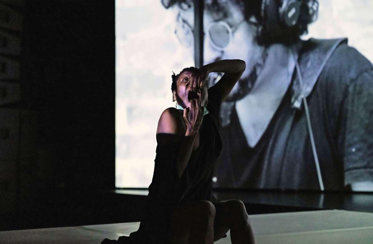 """""""Am Anfang""""  mit Kettly Noël und zugespielten Sängern  im  Theaterhaus. Foto: /Dominique Brewing"""