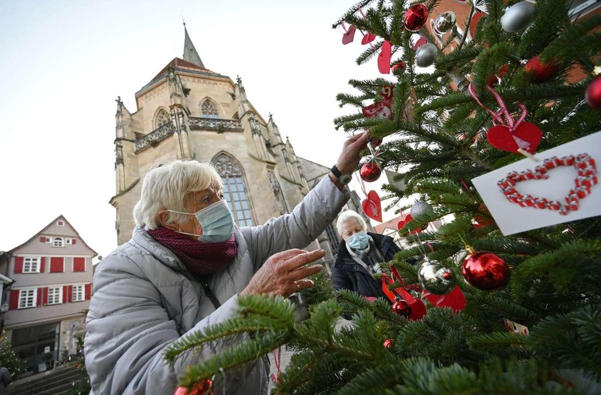 Die Kontaktbeschränkungen sollen über das Weihnachtfest etwas lockerer sein. Foto: dpa/Marijan Murat