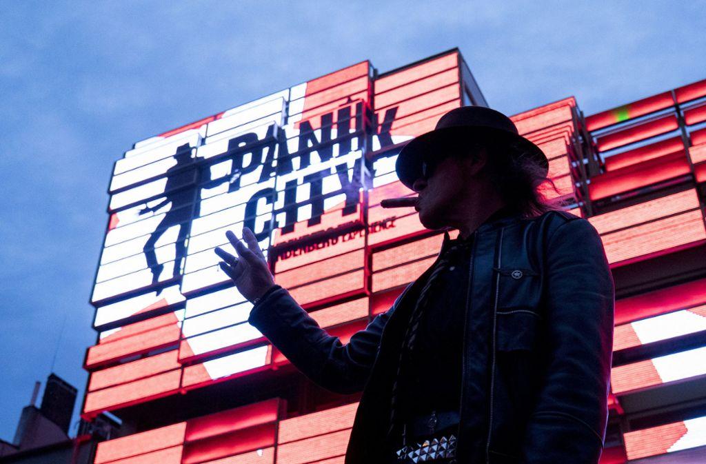 Am Montag eröffnet die multimediale Erlebniswelt des Panikrockers. Foto: dpa