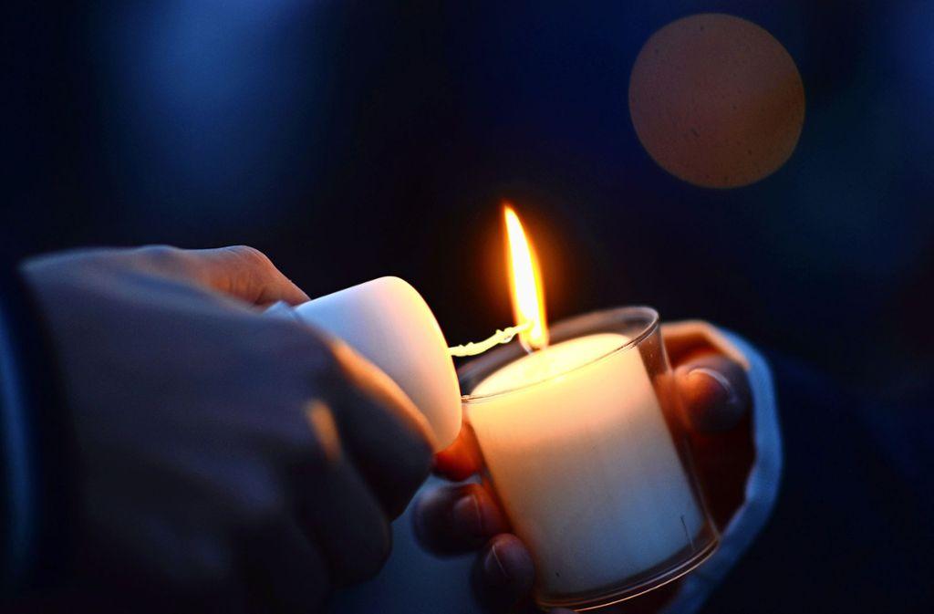 Stromausfall: Im Stuttgarter Westen mussten sich mehrere Haushalte am Sonntagabend mit Kerzen behelfen (Symbolfoto). Foto: dpa