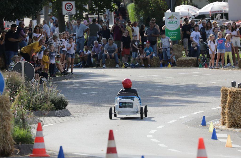 Hunderte Zuschauer verfolgten den Seifenkisten-Grand-Prix in Rommelshausen. Foto: Patricia Sigerist