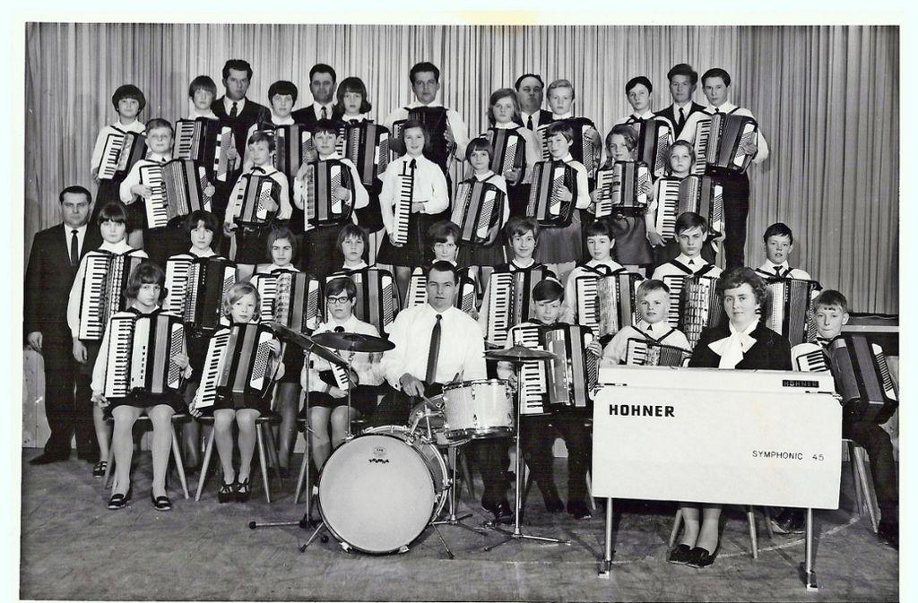 Ein Blick zurück: So sah das Gründungsorchester 1968 aus. Foto: Akkordeon-Orchester Wimsheim