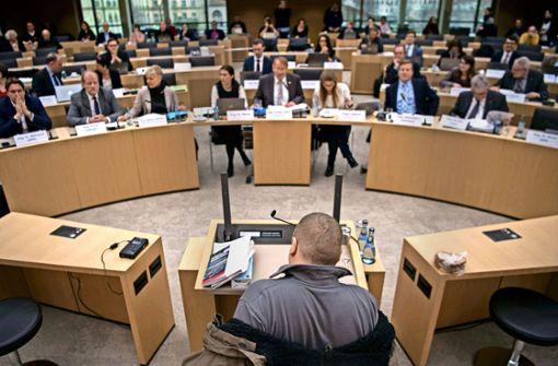 Ausschuss räumt mit Verschwörungen auf