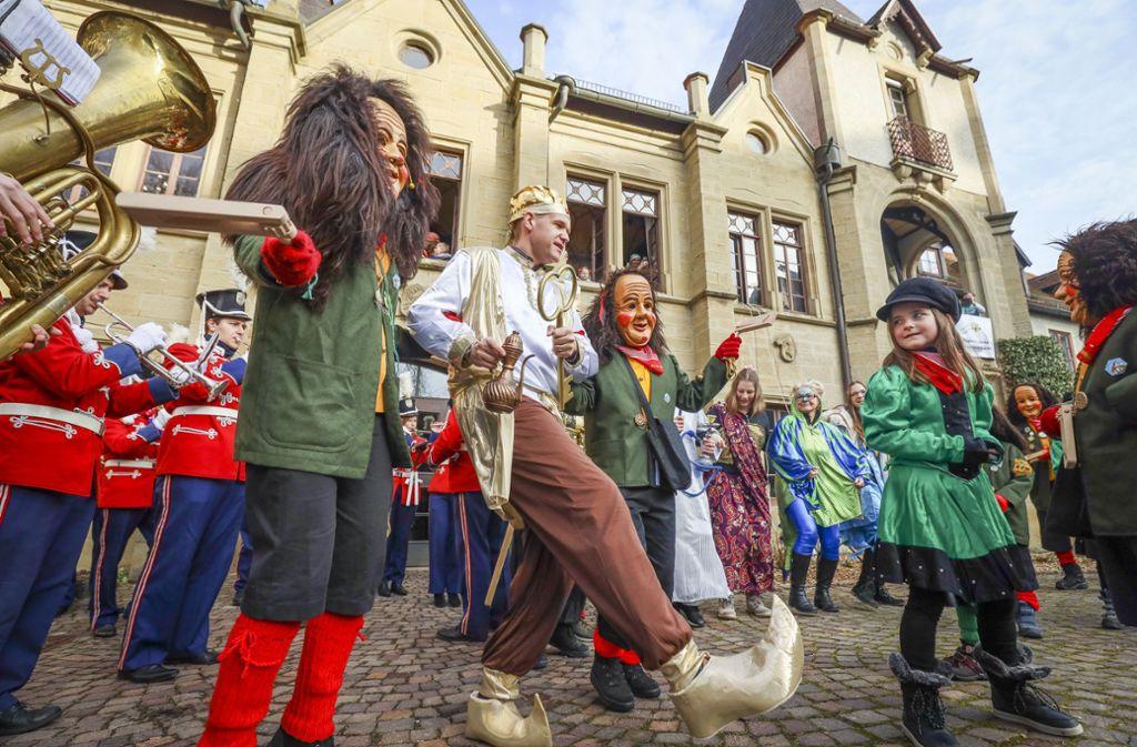 Orientalisch-schwäbische Tanzeinlage vor dem Hemminger Schloss. Foto: factum/Simon Granville