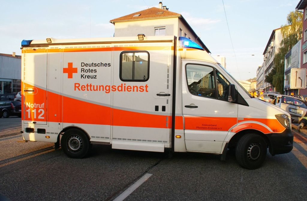 Der Verletzte musste zur Behandlung ins Krankenhaus gebracht werden. Foto: SDMG