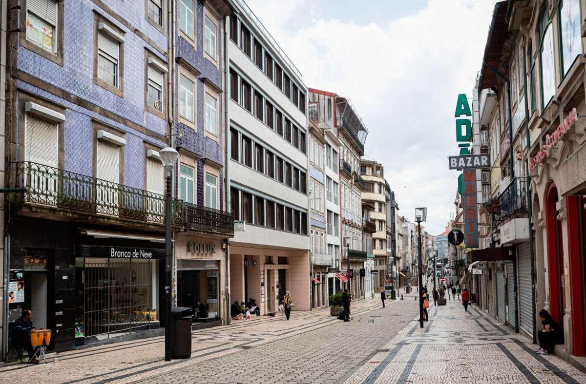 Am 19. April hatte Portugal bereits Einkaufszentren, weiterführende Schulen und Universitäten wieder geöffnet. Foto: dpa/Teresa Nunes