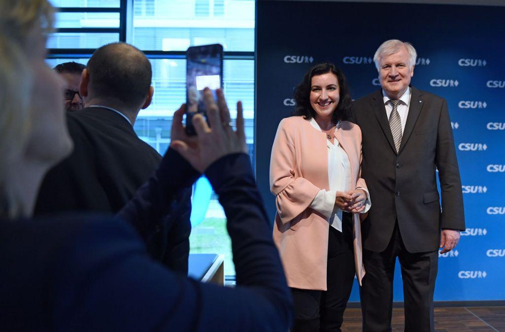 Dorothee Bär, designierte Staatsministerin für Digitales, und Horst Seehofer, scheidender Ministerpräsident von Bayern und künftiger Bundesinnenminister. Foto: dpa