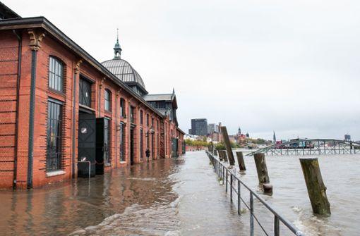 Fischmarkt bei Sturmflut unter Wasser