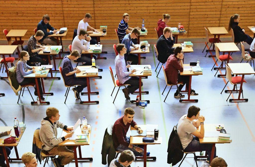 Für die Abiturprüfung gelten in diesem Jahr neue Sicherheitsvorkehrungen. Foto: dpa-Zentralbild