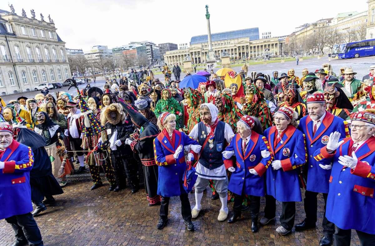 Vertreterinnen und Vertreter der schwäbischen und alemannischen Narrenzünfte beim Empfang im Neuen Schluss in diesem Februar. Foto: imago images/Arnulf Hettrich