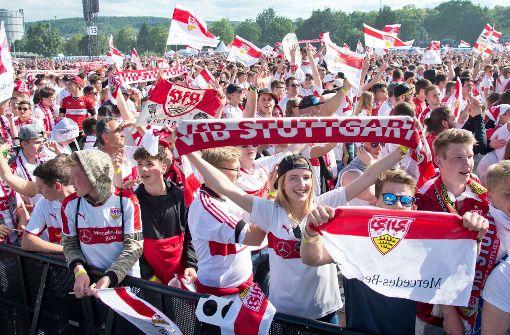 Fans feiern  mit den Fantas  das furiose Finale