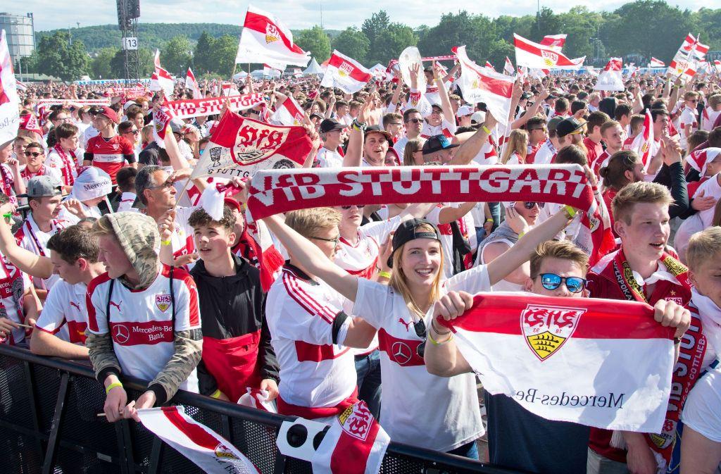 Der Jubel über den VfB-Aufstieg kennt keine Grenzen. Foto: Lichtgut/Oliver Willikonsky